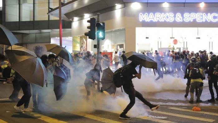 """La gobernadora de Hong Kong tacha de   """"innecesaria""""   la ley estadounidense que apoya a los manifestantes del territorio"""