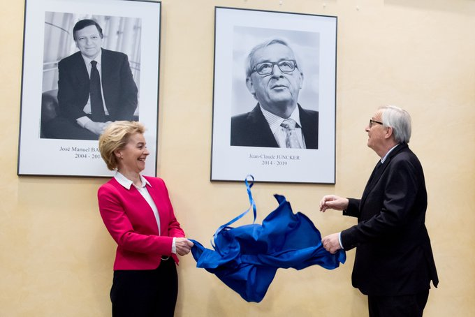 Commission:   passation de pouvoir officielle entre Juncker et von der Leyen -   VIDEO