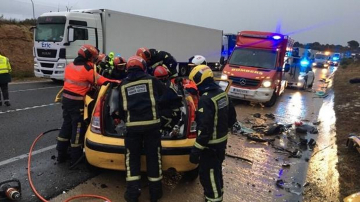 España:   Tres personas mueren y dos resultan heridas en un grave accidente