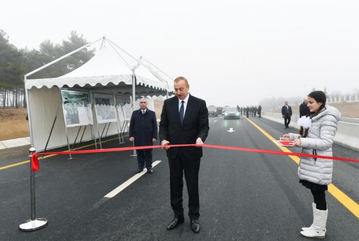 Schamachi:   Präsident Ilham Aliyev weiht 101-117 langen Abschnitt der Automobilstraße Baku-Schamachi-Yevlach ein