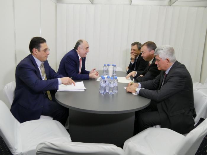 Canciller azebaiyano sostiene una reunión con el representante especial de la UE