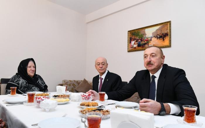 """""""Düzünü desəm, Prezidentin evimə gələcəyini gözləmirdim"""" - Şamaxı sakini (VİDEO)"""