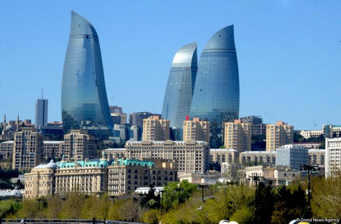 El viceministro iraní de planificación vial y urbana llega a Bakú