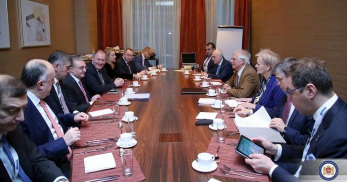 Elmar Mammadyarov se reunió con Josep Borrell en Eslovaquia