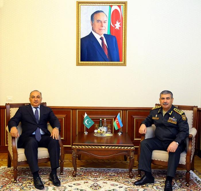 Azerbaijan, Pakistan discuss military cooperation