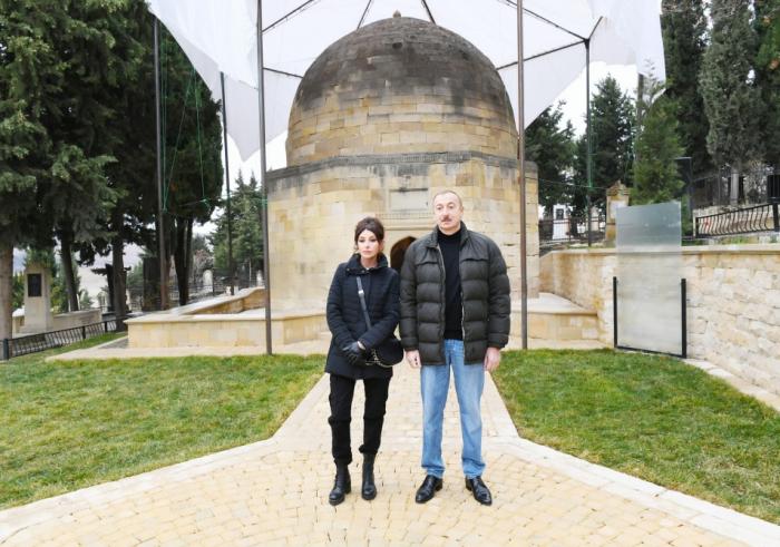 Ilham Aliyevet la première dame prennent connaissance des travaux réalisés autour du mausolée Chahkhendan à Chamakhy