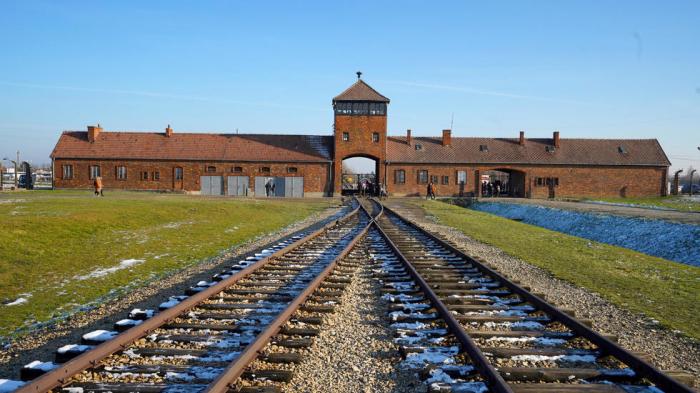 Merkel to visit Auschwitz for first time