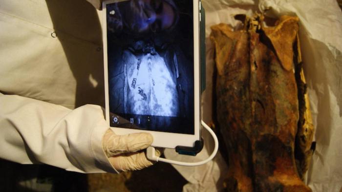 Des images infrarouges révèlent des tatouages vieux de 3000 ans sur des momies égyptiennes