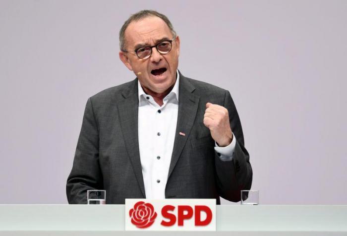 Walter-Borjans kritisiert Kramp-Karrenbauer und Nato-Aufrüstung