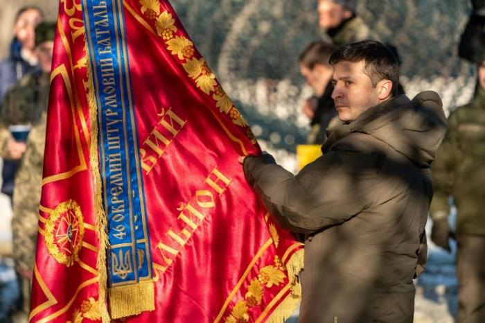 Zelensky sur le front ukrainien avant de rencontrer Poutine