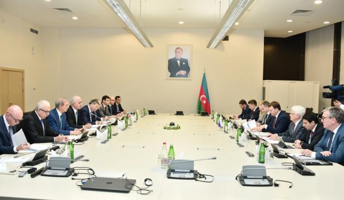 Azerbaiyán y Rusia discuten relaciones comerciales y económicas