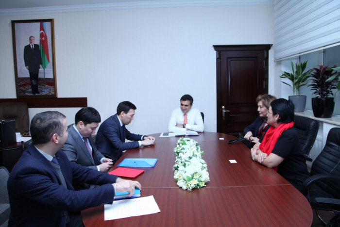 Kazajstán estudia la experiencia de Azerbaiyán en la aplicación del límite de gas