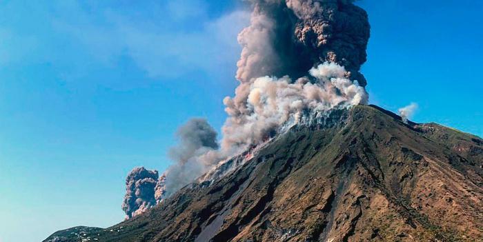 Ein Toter und viele Verletzte bei Vulkanausbruch