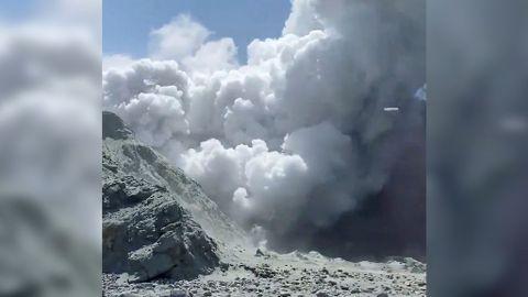 Aumentan a cinco los muertos por la erupción del volcán de la Isla Blanca en Nueva Zelanda