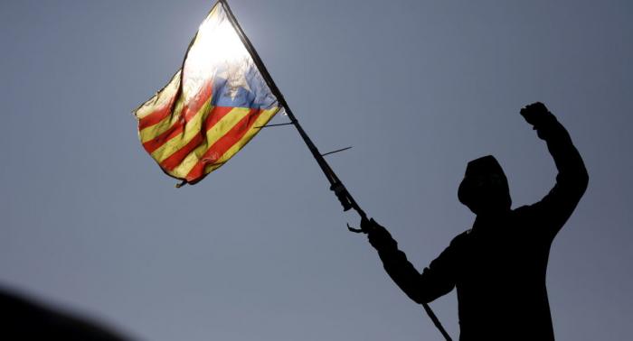 Independentistas catalanes insisten en un referéndum como solución a la situación política