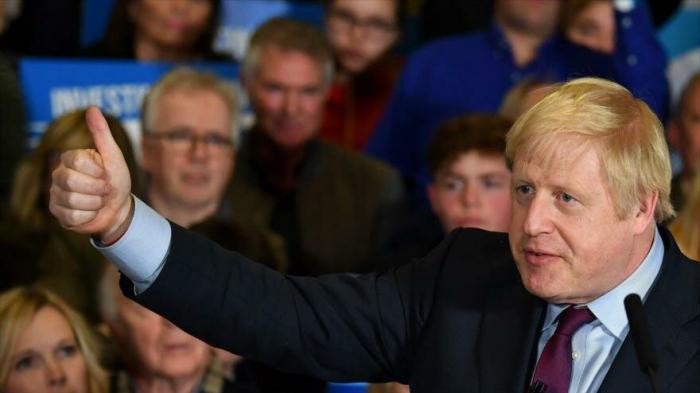Johnson invita a romper en pedazos el libro de normas de la UE