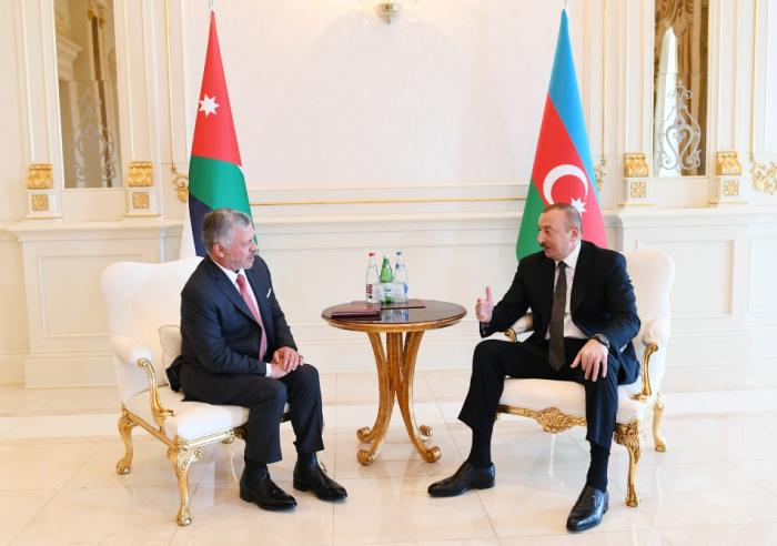Ilham Aliyev realiza una reunión tete-a-tete con el rey de Jordania - FOTO