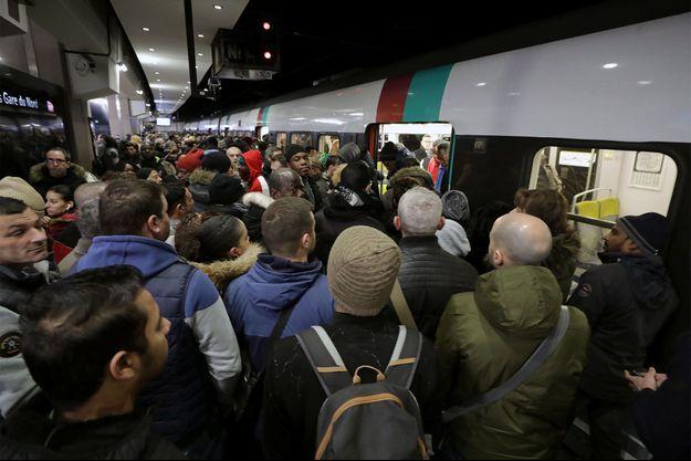 France :   transports toujours perturbés, nouvelle journée de manifestation