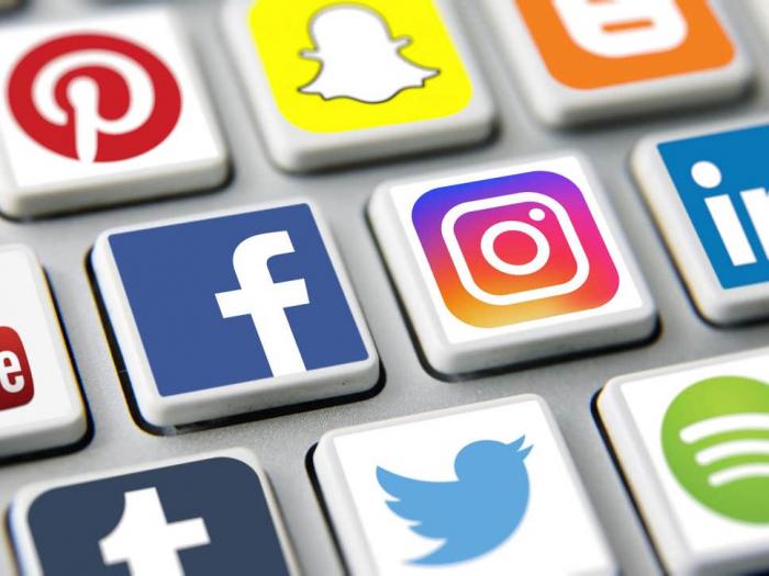 Doctors censured for 'poor judgement' over   Facebook   posts