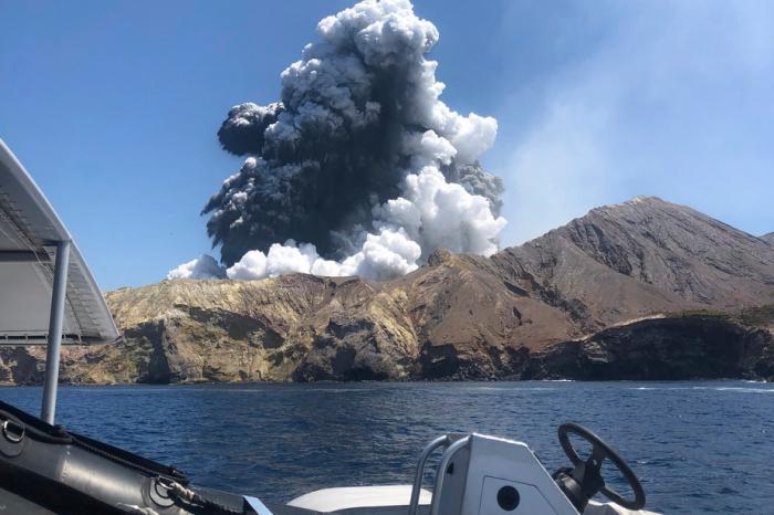 Nouvelle-Zélande:   le volcan encore trop menaçant pour récupérer les corps