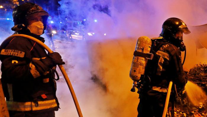 VIDEO, FOTOS: Activan plan de emergencia química en Barcelona por un gran incendio en una planta de reciclaje