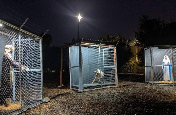 Une église dévoile une crèche séparée dans des cages pour sensibiliser au sort des migrants