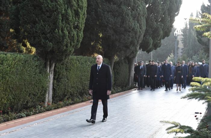 Prezident Heydər Əliyevin məzarını ziyarət edib - FOTOLAR+VİDEO (Yenilənib)