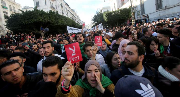 Activistas informan de más de 300 arrestos en jornada previa a presidenciales en Argelia