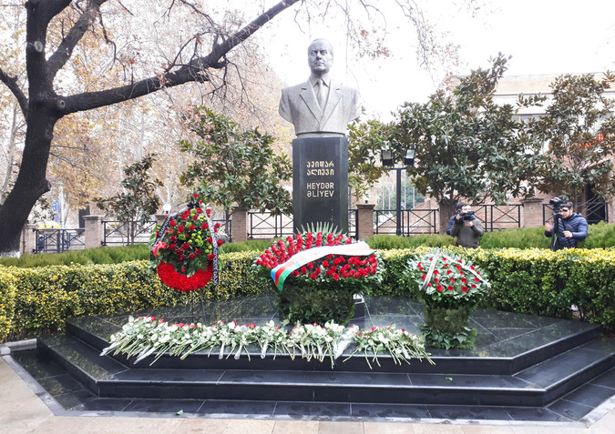 Georgia rinde homenaje al líder nacional de Azerbaiyán
