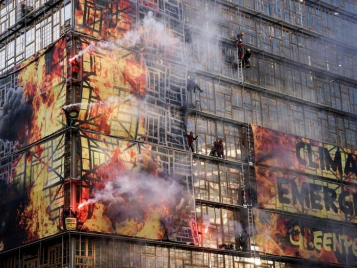 """Climat :     Greenpeace perturbe le sommet européen sur le """"Pacte vert"""""""