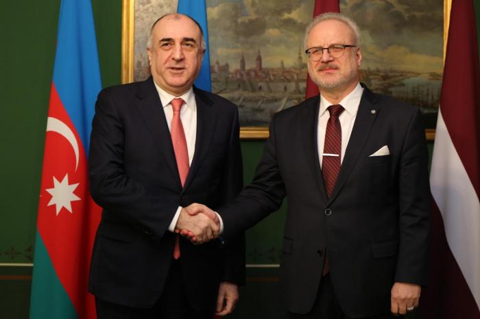 Elmar Mammadyarov trifft sich mit dem lettischen Präsidenten