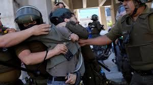 Policía de Chile asume responsabilidad en abuso de manifestantes