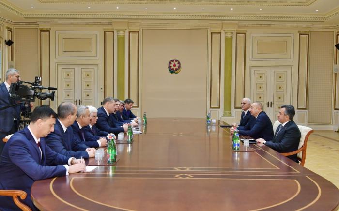 Presidente Ilham Aliyev recibe al gobernador de la región de Astracán