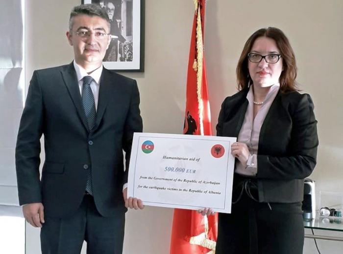 Azerbaiyán entrega ayuda humanitaria a Albania