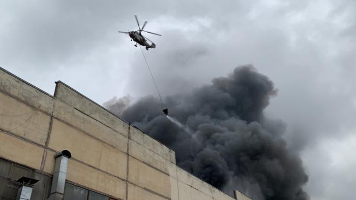 Se declara un gran incendio en un almacén de telas en Moscú (VIDEO)