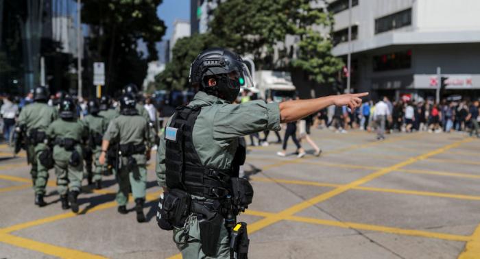 La Policía de Hong Kong detiene a 5 adolescentes por sospecha de asesinato en protestas