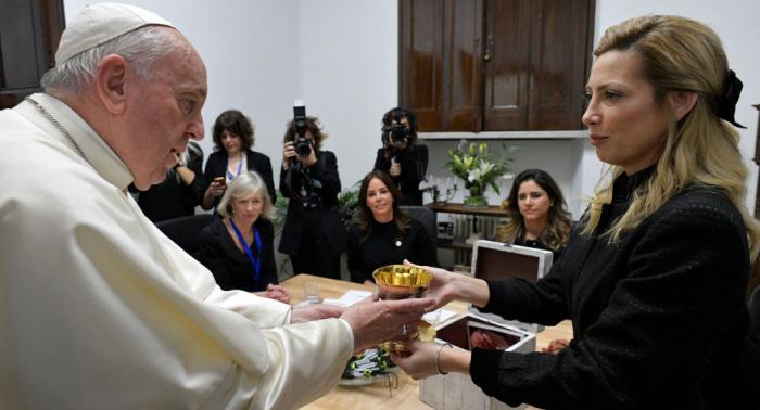 Papa Francisco recibe a primera dama argentina en El Vaticano