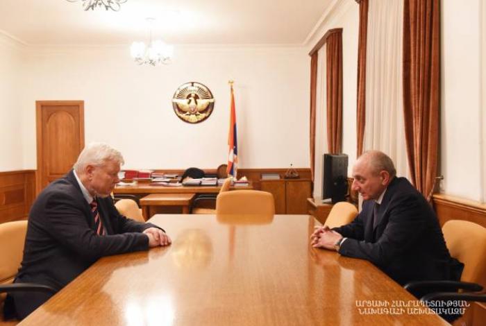 Kasprzyk llega, de nuevo, a Karabaj