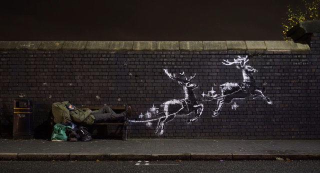 Banksy, bananas and banners as art takes centre stage-  NO COMMENT videos of the week