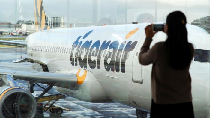"""Hospitalizan a tres pasajeros de un avión tras desviarse el vuelo por """"olor inusual"""" a bordo"""