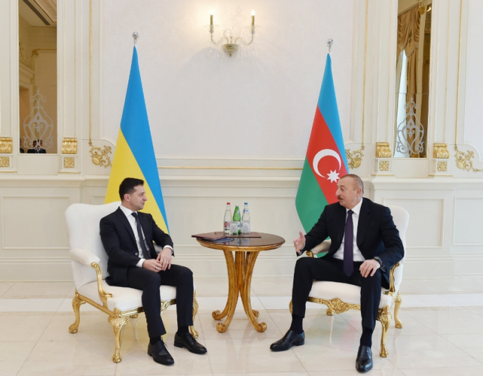 Azerbaijani, Ukrainian presidents hold one-on-one meeting