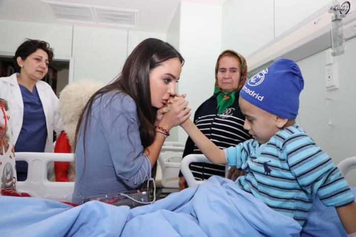 Leyla Əliyeva klinikada müalicə alan uşaqları ziyarət edib - FOTOLAR