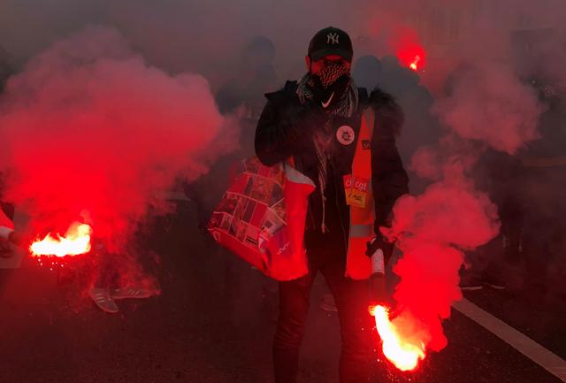 French unions fail to gain new momentum in pension protests