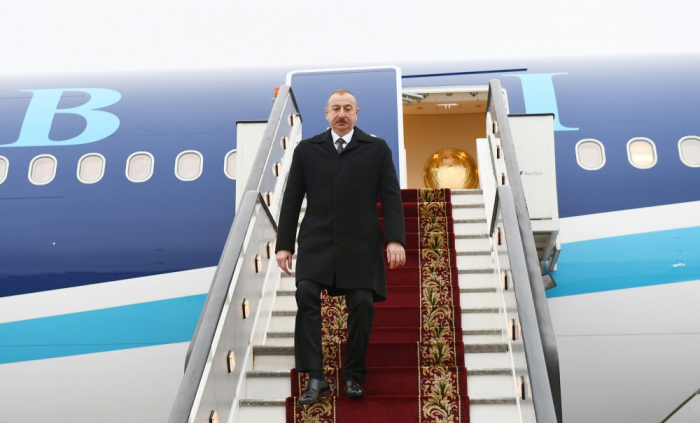 Azerbaijani president arrives in St. Petersburg - PHOTOS
