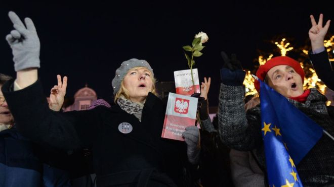 Poland lower house approves controversial judges law