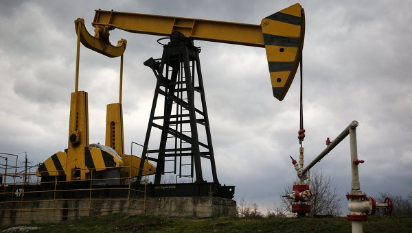 Oil eases but supported by trade deal hopes
