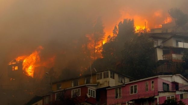 Valparaíso fires: Dozens of homes destroyed in Chilean city