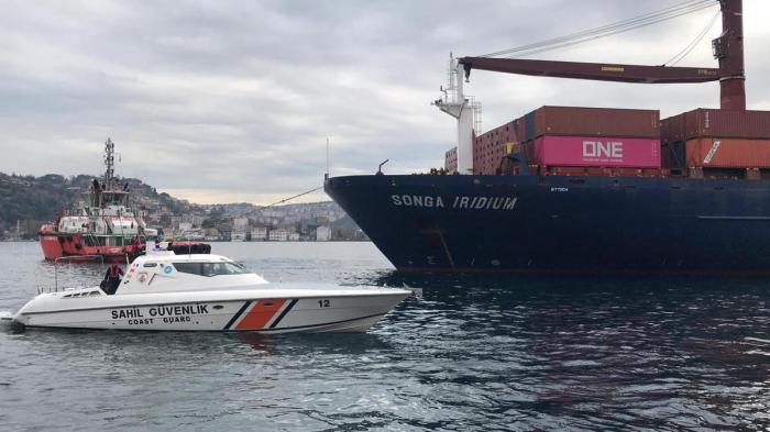 Cargo ship runs aground on Istanbul coast, closing Bosphorus