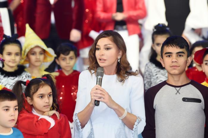 """""""Əminəm ki, ölkəmizi yeni qələbələr gözləyir"""" - Mehriban Əliyeva"""