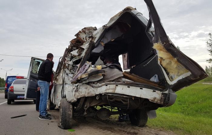 Mikroavtobus yük maşını ilə toqquşdu - 4 ölü, 5 yaralı